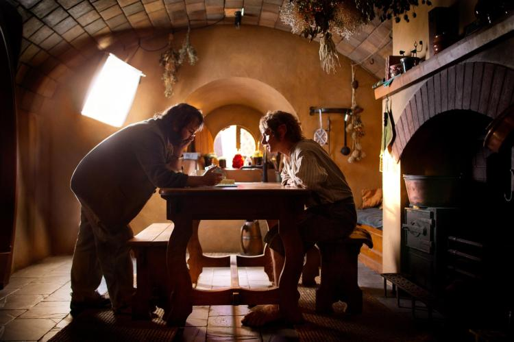 still-of-peter-jackson-and-martin-freeman-in-the-hobbit--an-unexpected-journey